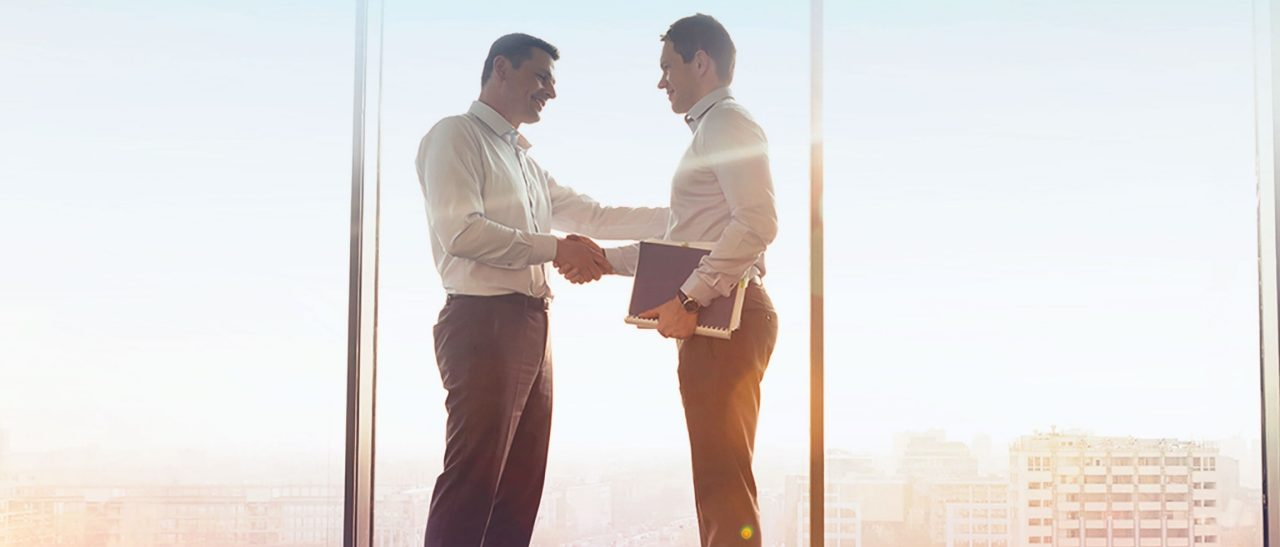 Arvato Systems_Corporate_Business men shaking hands